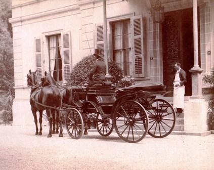 La voiture de Gustave devant la villa Moynier