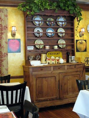 Mon Petite Café interior