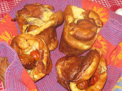 Fresh, hot breakfast popovers