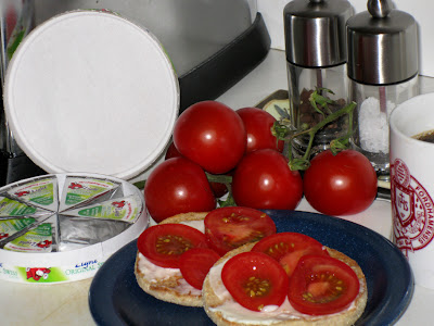 English muffin, Laughing Cow and organic tomato breakfast