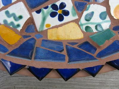 Mexican tile birdbath (detail) - Wendy Smith and Becky Holcomb, Mosaic Art
