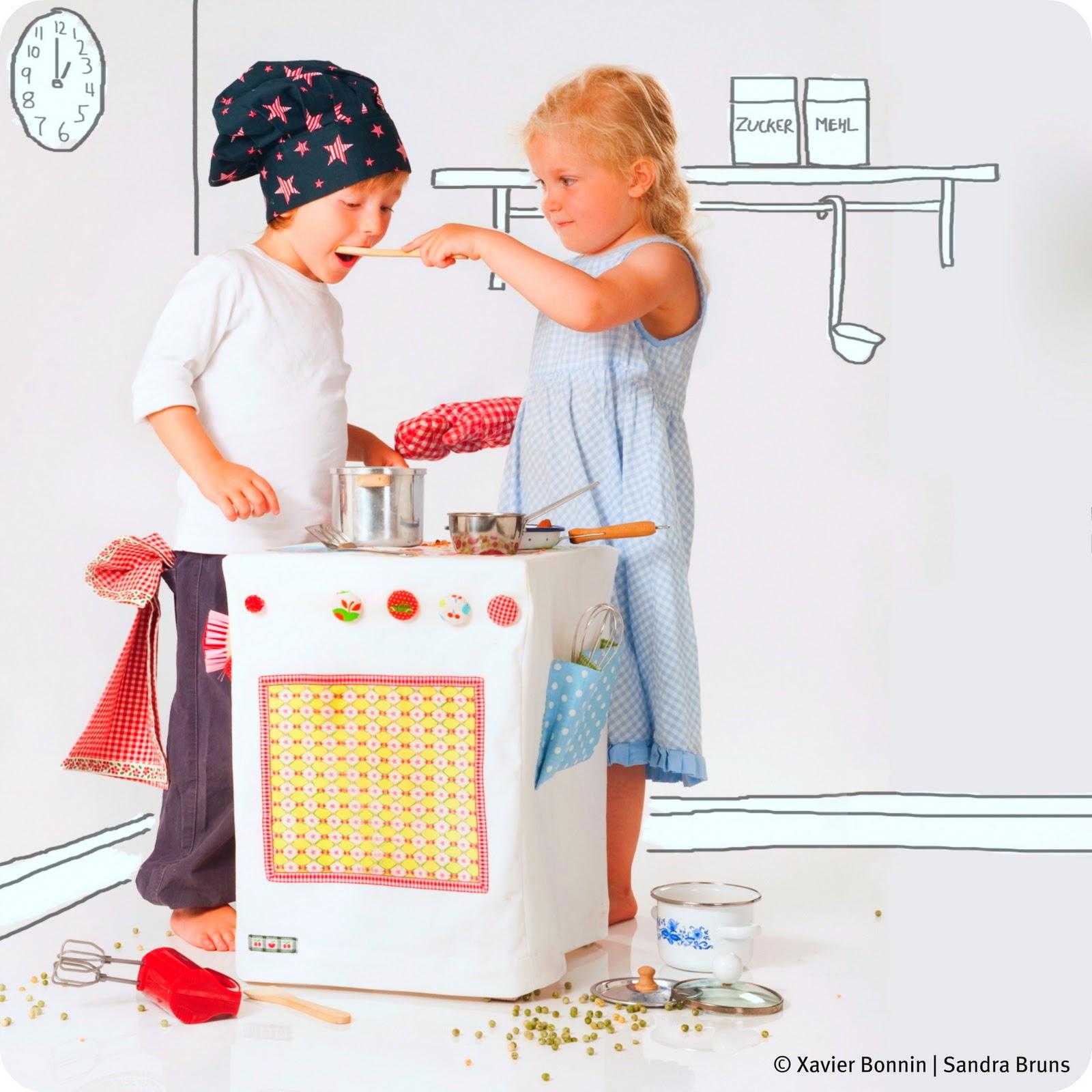 D.I.Y. play kitchen by Fröken Skicklig