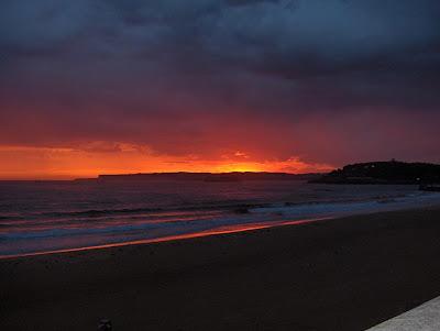 el cielo ardiendo en Santander en la mañana del 29-9-2007