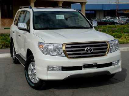 Noynoy Aquino: He gets around with a white Toyota Land Cruiser VXR.