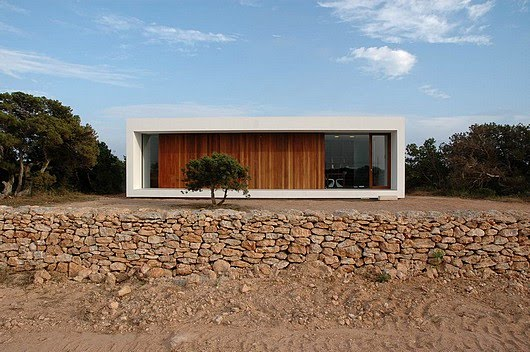 Minimalist house design in the area of land for Minimalist house architecture