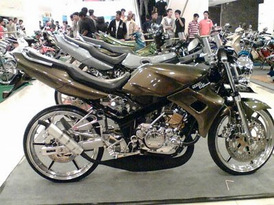 kawasaki ninja 150 drag   y cars girls entertainment