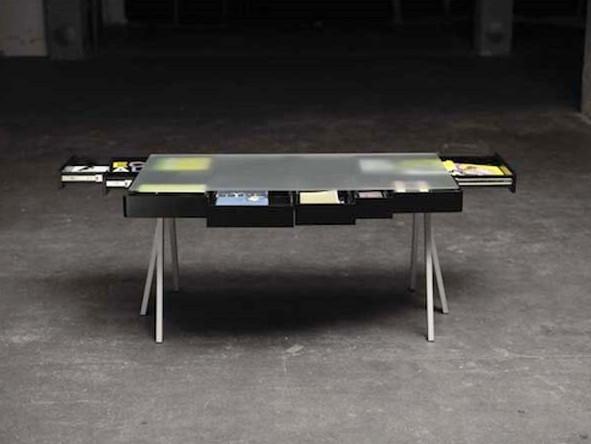Minimalist desk design but versatile for Minimalist table design