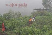 Niñas de Puerto las Ollas caminan entre la niebla - Foto: JAVIER VERDIN