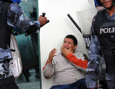 http://1.bp.blogspot.com/_jj8yEkOd1LQ/Skm3mObly2I/AAAAAAAAARY/qrFL6hq4fzE/s400/agresion-policia-honduras.jpg