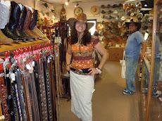 Cinturones, hebillas, sombreros y botas