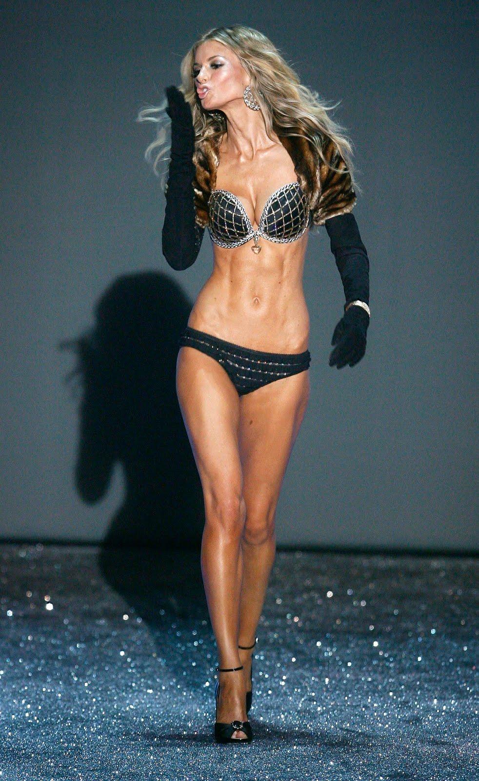 Victoria s Secret 2010 Holiday Fashion Show TimeMarisa Miller Victorias Secret Fashion Show