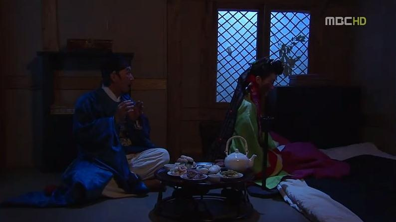 Oh Ho Yang hanya melihat punggung pengantin-nya. Gadis itu memangilnya