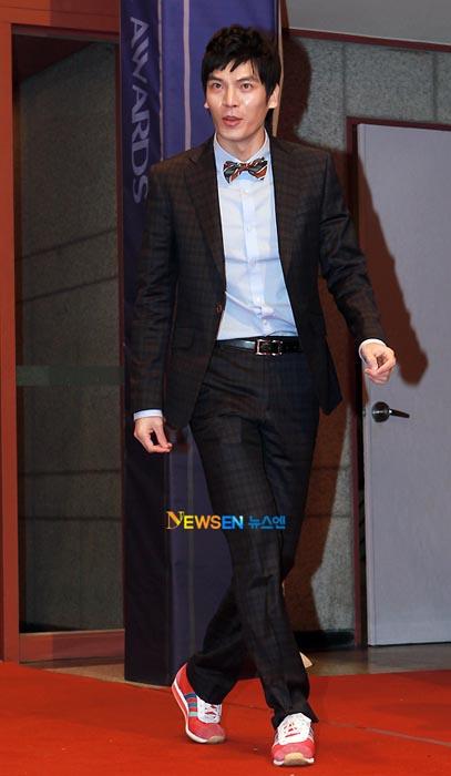 Korea belajar dari Hollywood Red Carpet, baju orang Korea kadang aneh2