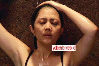 ... Foto Aida Saskia Adegan Mandi Sampai Telanjang Bulat Basah basahan hot