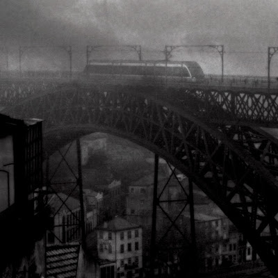 Porto, Oporto, brume, brouillard, fog, mist, ponte luis I, metro, undergound, photo © dominique houcmant