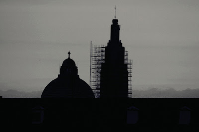 le dome de la Basilique de Cointe et le Mémorial Interallié en cours de restauration, photo © dominique houcmant
