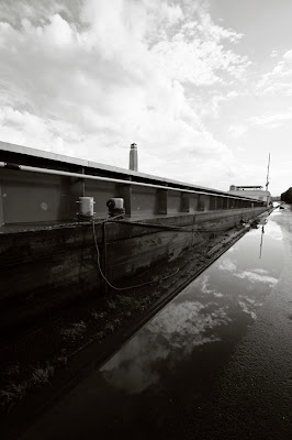 perspective de la péniche Suzy, le long du Canal Albert à Liège, photo © dominique houcmant