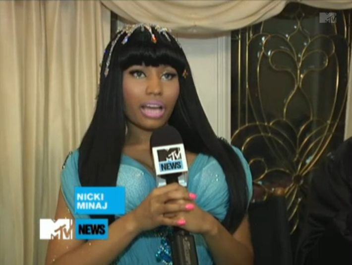 Foto da Nicki Minaj nos bastidores do clipe Moment 4 Life