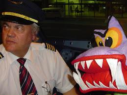 CFC foi no avião da Tam para São Paulo e visitou a cabine do Comandante Arnaldo