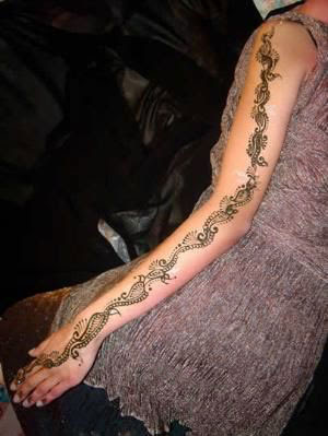 Women Mehndi Henna Tattoo Designs Picture 4