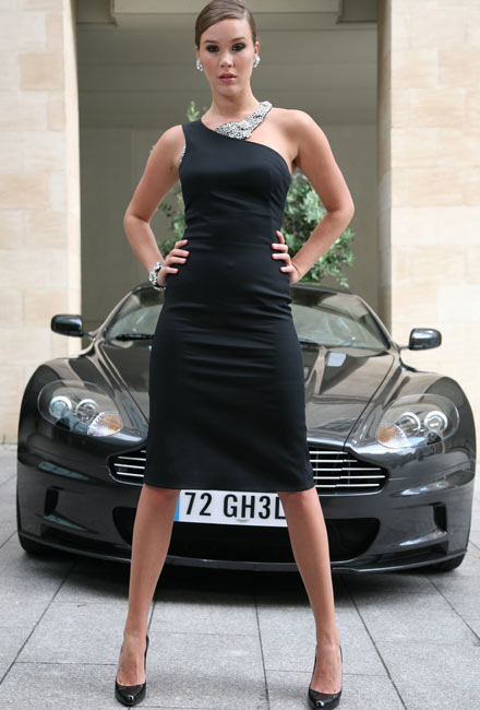 Wife. Kelsi James bond upskirt Blue s'est