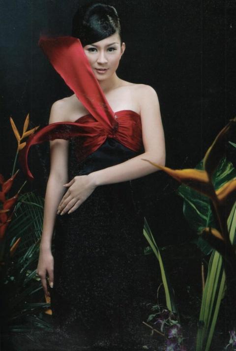 Sexy Myanmar Model Wut Hmone Shwe Yee