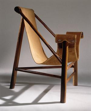Se pretende uma cadeira tripé, com cabedal, ou algodão, fica sempre bem dentro ou fora de casa.