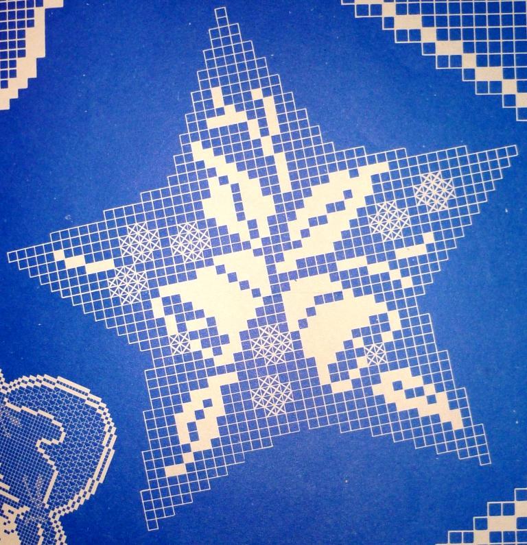 Новогодняя скатерть крючком филейное вязание 17