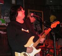 O bluesman Big Gilson se apresenta no Canadá com a banda local Diesel Dogs, enquanto aguarda o lançamento do seu novo CD pelaa Blues Time Records