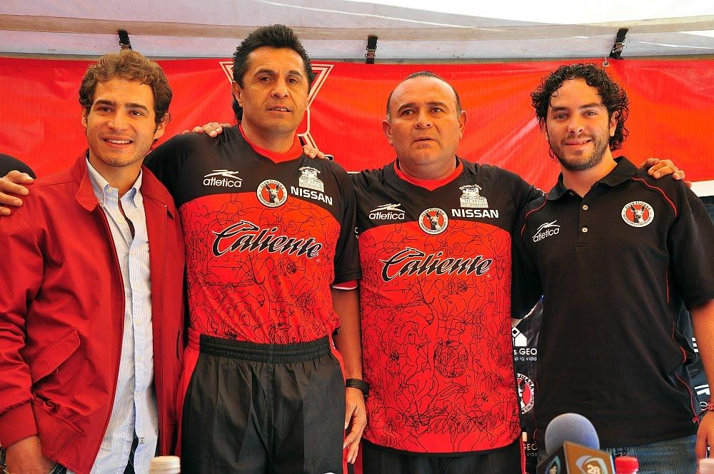 [Desea+Juan+Antonio+Luna++=?iso-8859-1?Q?=93dejar_huella=94_con_Xoloitzcuintles_de_Caliente1-747060.JPG?=+]