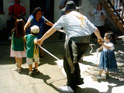 Bailamos una chacarera con las Seños