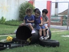juegan juntos