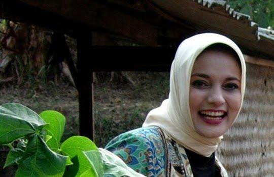 Mbak Marissa Haque yang Cantik & Cerdas dari UGM