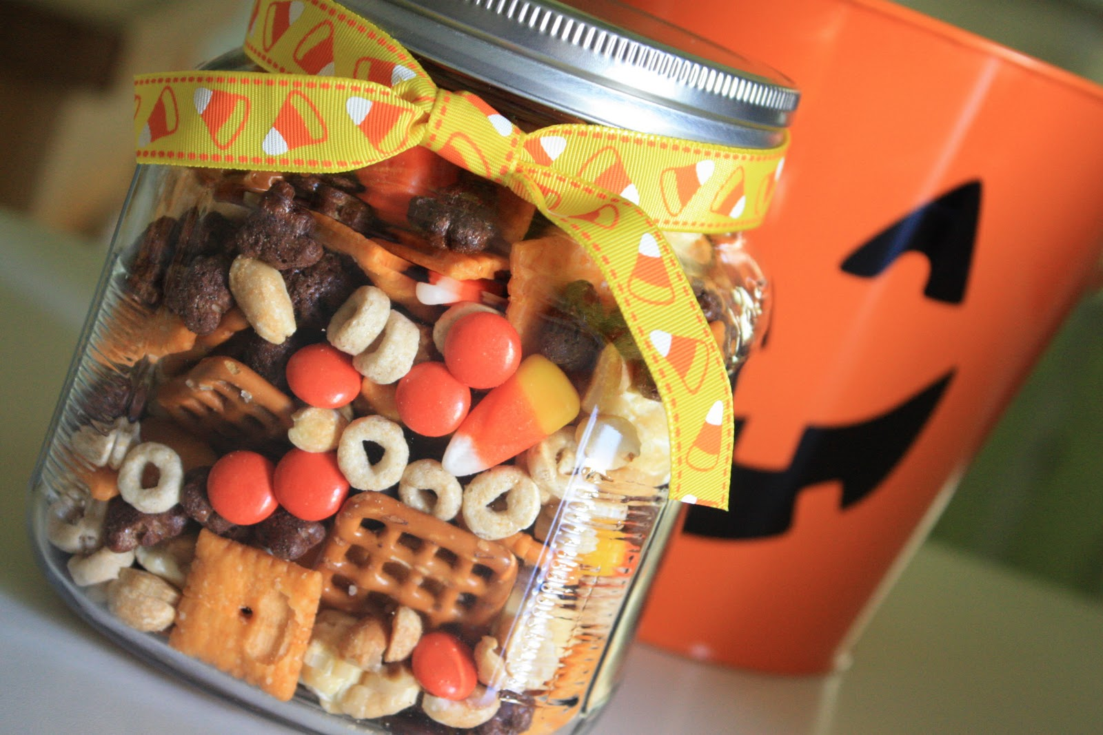 Munchkin munchies halloween snack mix for Halloween treats to make with kids