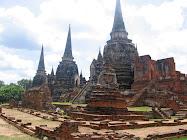 Stupas de briques rouges