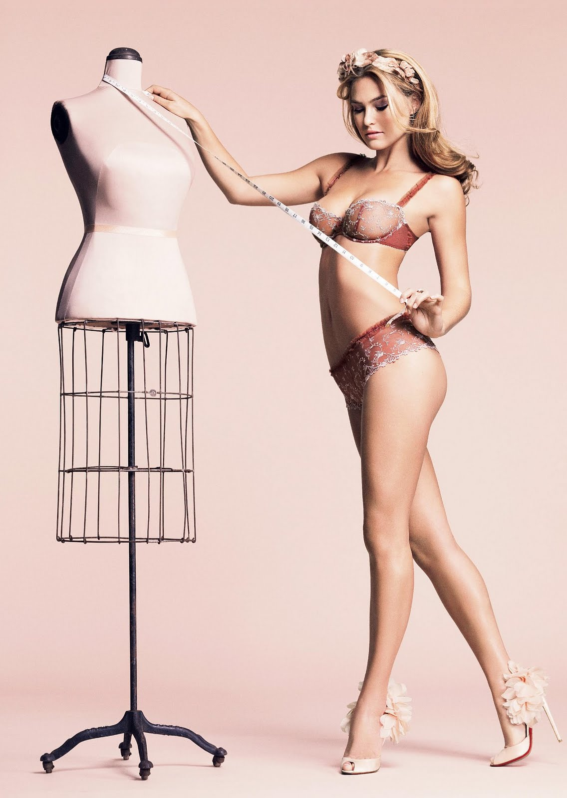 http://1.bp.blogspot.com/_jx-KCnvjTuI/S6ubX_doCOI/AAAAAAAAUwc/SZwcCo0Zpsw/s1600/bar-refaeli-lingerie-passionata-07.jpg