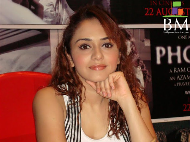 Marathi Actress Wallpapers 001 Amruta Khanvilkar