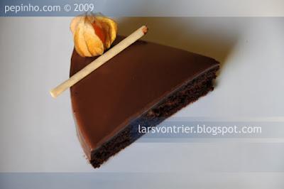 Tarta macaron de chocolate con naranja confitada