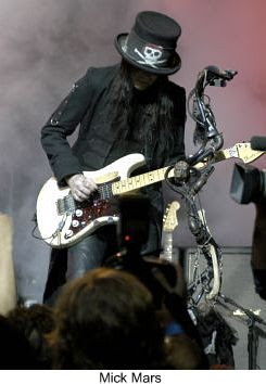 mick mars pictures-11