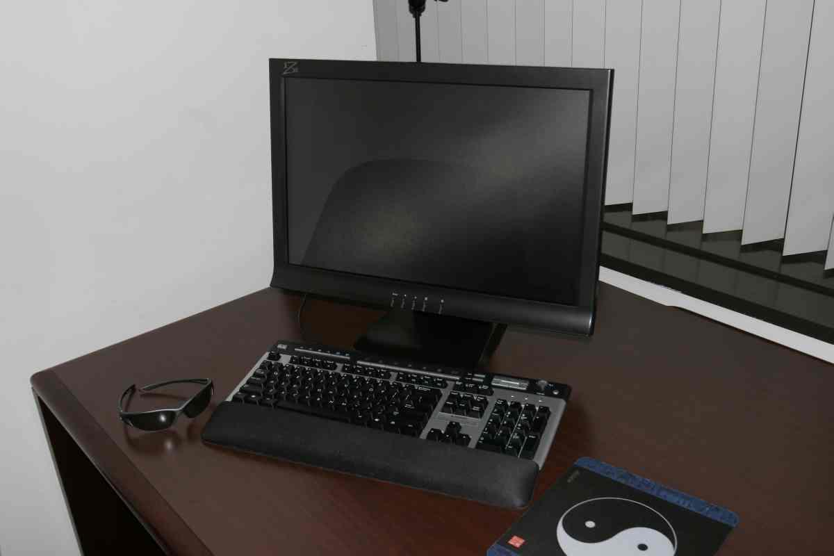 http://1.bp.blogspot.com/_k-qaIzeSdc4/S9Dh2WY5RLI/AAAAAAAAOKQ/V2uOzTA-p5w/s1600/22+Inches+3D+Monitor.jpg