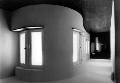 http://1.bp.blogspot.com/_k1VmE1dzyY8/TSvCzuE6vkI/AAAAAAAAEBE/2ZHHfh3a50c/s400/siza-bonjour-interior1984.jpg