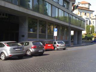 Domanda: perché a Roma ci sono auto in divieto?