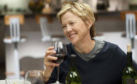 Annette Bening's Nic is a character with high