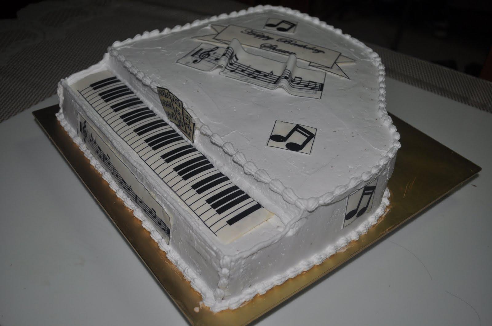 Izah's Kitchen: 3D Piano Cake