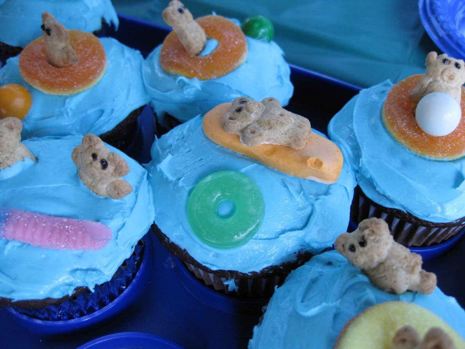 Perfectly Perfect Pool Party Cupcakes Teach Mama