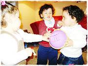 Una de las características que más llama la atención en los niños pequeños . (egocentricos )