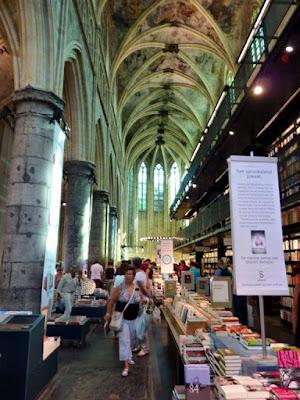 Librería Dominicana (dentro de una iglesia)