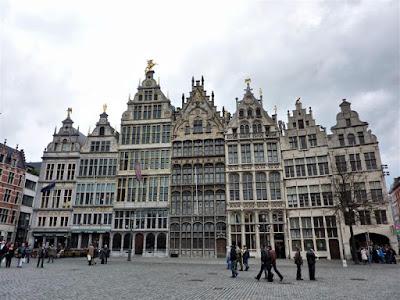 Casas de los Gremios en Grote Markt en Amberes