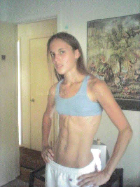 Sport Girl flex her ABS Sixpack Video Part 2