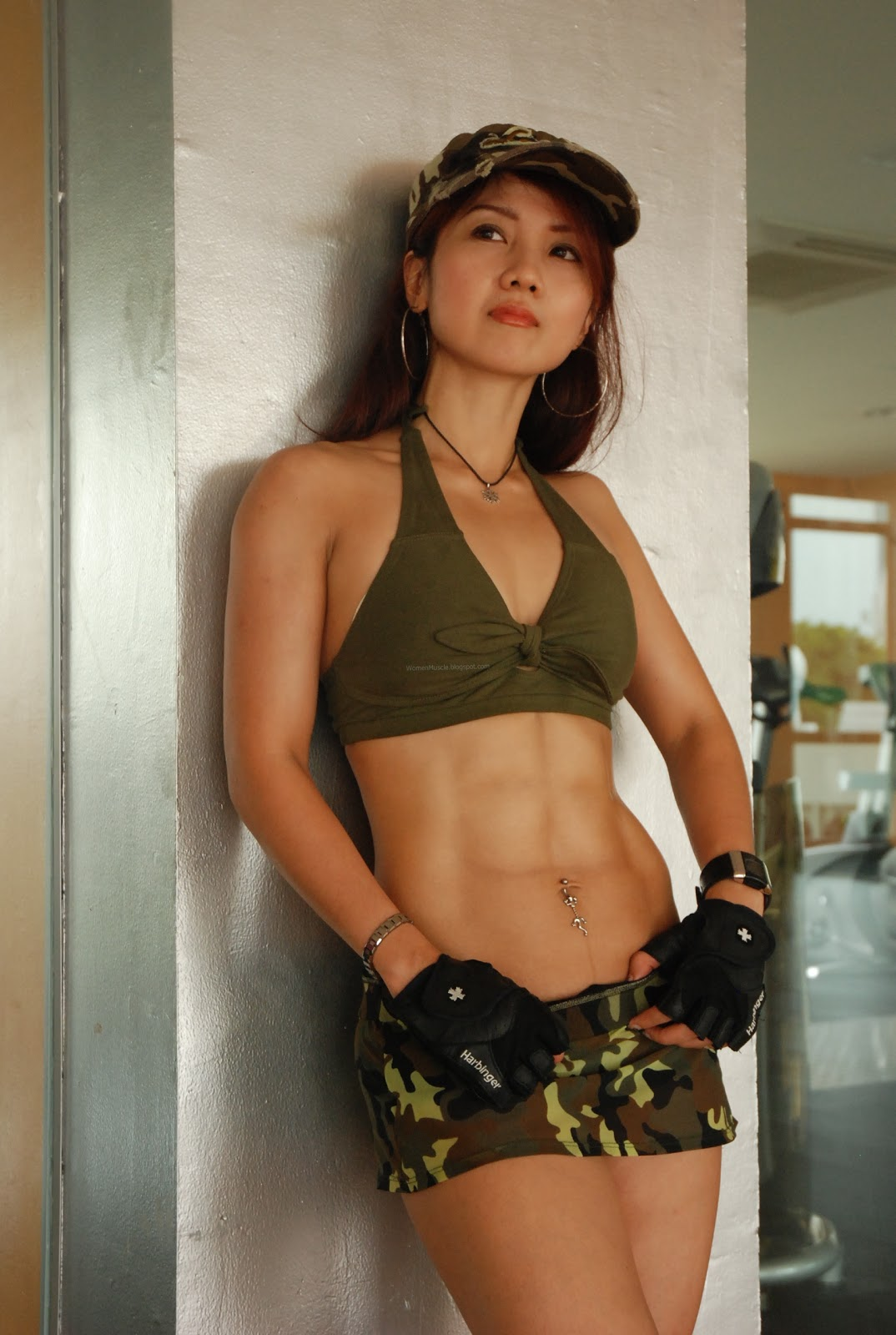 Andjani Kwee - Sixpack fitness girl model of the month 2010 !